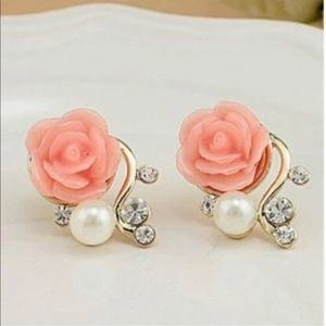 Jewelry - Brand New Beautiful Rose Pearl Stud Earrings